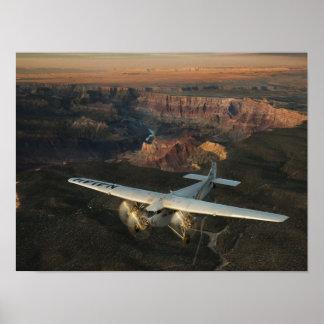 Tri Motor de la puesta del sol del barranco Poster
