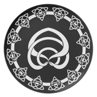 Tri-Point Celtic Knot; Serpent Center Party Plate
