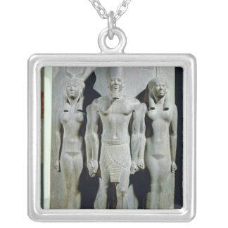 Tríada de Menkaure con la diosa Hathor Collar Personalizado