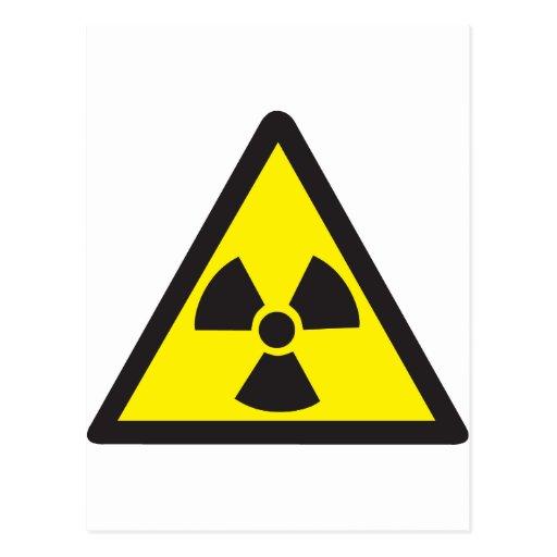 Triángulo amonestador del símbolo radiactivo tarjeta postal