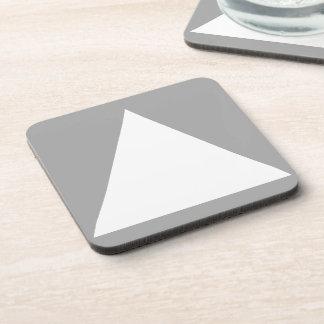 Triángulo en el diseño minimalista cuadrado de posavaso