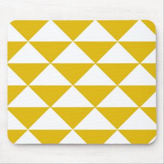 Triángulos amarillos y blancos de oro mousepad