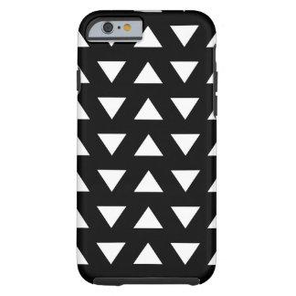 Triángulos blancos en negro. Un modelo geométrico Funda De iPhone 6 Tough