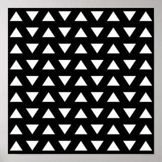 Triángulos blancos en negro. Un modelo geométrico Póster