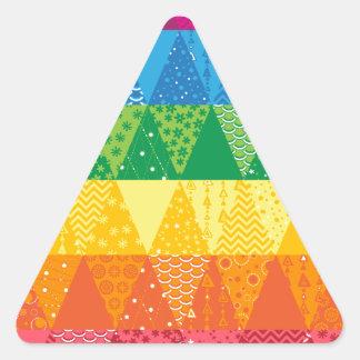 Triángulos del arco iris pegatina triangular