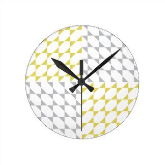 Triángulos del # diseño gris el pipe% amarillo del reloj redondo mediano