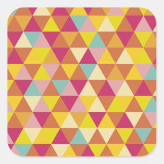 Triángulos del multicolor del polígono en forma pegatina cuadrada