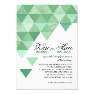 Triángulos geométricos que casan la verde menta de invitaciones personales