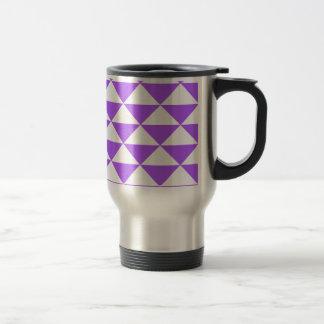 Triángulos púrpuras y blancos taza de viaje