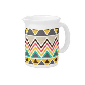 Triángulos tribales de los zigzags del nativo amer jarra de beber