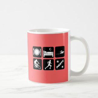 Triathlon divertido taza básica blanca
