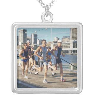 Triathloners que corre 3 grimpolas personalizadas