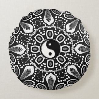 Tribal Black White Yin Yang Geometric Round Pillow