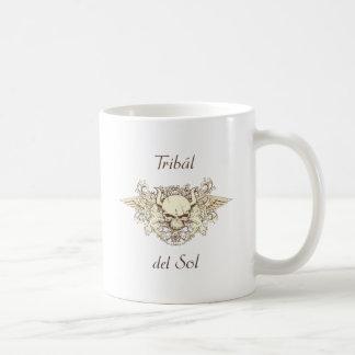 Tribal Del Sol - cráneo híbrido Taza Básica Blanca
