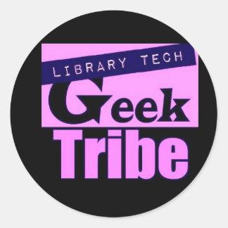 Tribu del friki de la tecnología de la biblioteca pegatina redonda