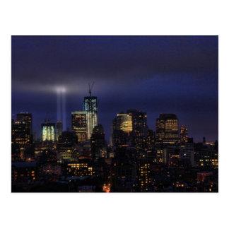 Tributo de WTC en la luz - 9/11/2011 en el twiight Tarjetas Postales