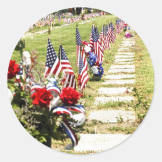 Tributo del día del monumento/de veteranos pegatina redonda