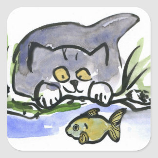 Tricia, gatito gris, mira un pescado pegatina cuadrada