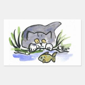Tricia, gatito gris, mira un pescado pegatina rectangular
