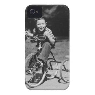 Triciclo del montar a caballo del muchacho funda para iPhone 4 de Case-Mate