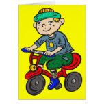 Triciclo del montar a caballo del muchacho tarjeta pequeña