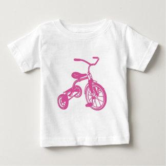 Triciclo rosado playera de bebé