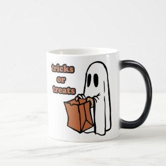 Trick or treat - Boo - cartoon ghost - baby ghost Magic Mug