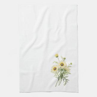 tricolor daisy(Chrysanthemum carinatum) by Redouté Towel