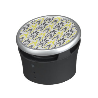 Tricolored geometric pattern speaker