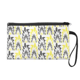 Tricolored geometric pattern wristlet purse