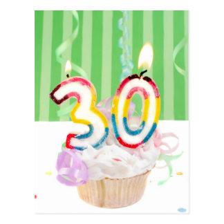 trigésima magdalena del cumpleaños con las velas postales