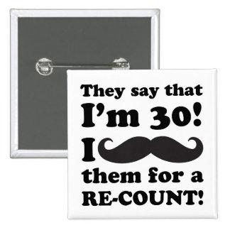 Trigésimo cumpleaños del bigote divertido pin cuadrado