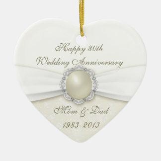 Trigésimo ornamento del aniversario de boda del adorno navideño de cerámica en forma de corazón