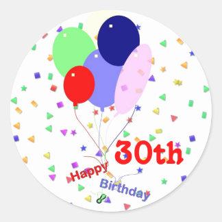 Trigésimos globos felices coloridos del cumpleaños pegatina redonda
