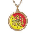 Trinacria siciliano en oro colgante redondo