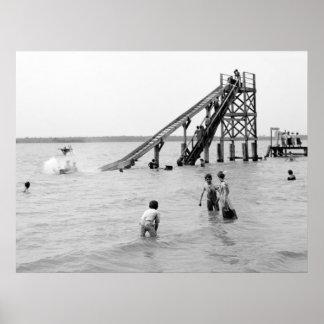 Trineo largo del agua, isla de Bois Blanc, MI 1903 Póster