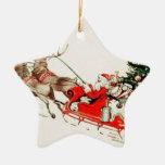 Trineo y reno de Santa del vintage en nieve Ornamentos De Navidad