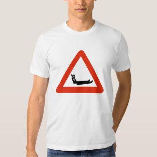 Trineos que cruzan, señal de tráfico, Groenlandia Camisas