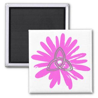 Trinité sur fleur rose. magnet