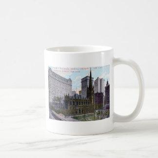 Trinity Church, New York City 1912 Vintage Mugs