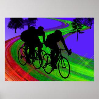 Trío de ciclo en el camino de la cinta poster
