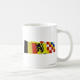 Trío de las banderas de Amberes que agita Tazas