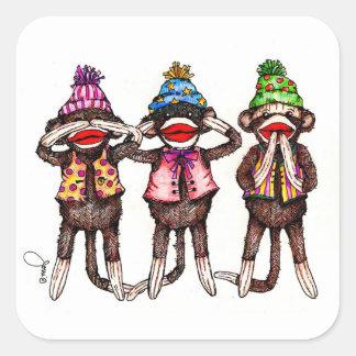 Trío del mono del calcetín - no vea, oiga, hable pegatina cuadrada