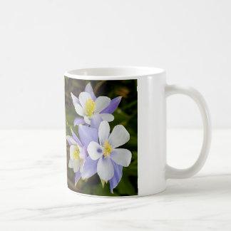 Tríos y nueva floración taza básica blanca
