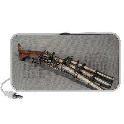 Triple-barrelled pistol mini speaker