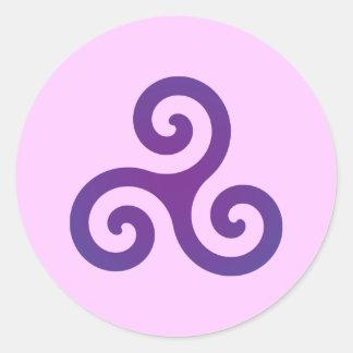 Triskele púrpura etiquetas redondas