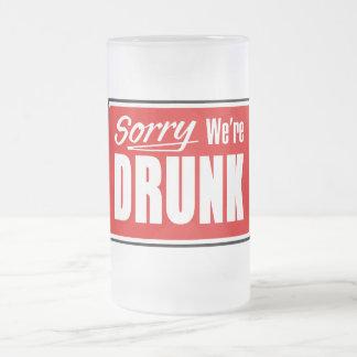 Triste somos tazas de cerveza borrachas del vidrio