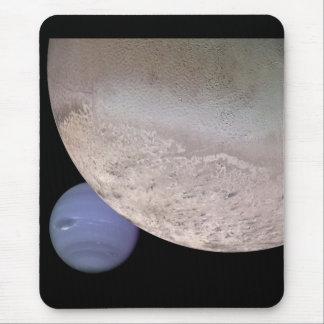 Tritón con Neptuno en la NASA del fondo Alfombrilla De Ratón