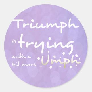 Triumph está intentando con un poco más umph pegatina redonda
