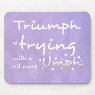 Triumph está intentando con un poco más umph alfombrilla de ratones